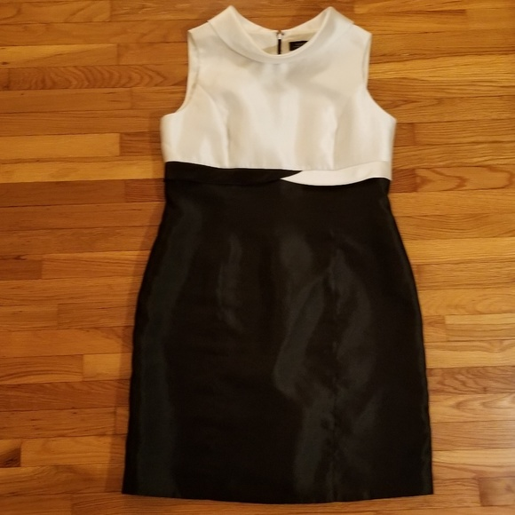 Tahari ASL Dresses & Skirts - Tahari ASL Folded Collar Black and White Dress